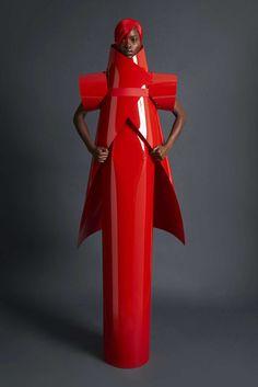 Gareth Pugh Spring 2018 Ready-to-Wear Fashion Show Collection: See the complete Gareth Pugh Spring 2018 Ready-to-Wear collection. Look 3 Gareth Pugh, Weird Fashion, Look Fashion, Fashion Art, Fashion Tips, Fashion Design, Womens Fashion, Latex Fashion, Unique Fashion