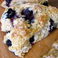 Whole Wheat Blueberry Scones - Clean & Delicious with Dani Spies Weight Watcher Desserts, Mini Desserts, Dessert Recipes, Tea Recipes, Muffin Recipes, Clean And Delicious, Tasty, Blueberry Scones Recipe, Blueberry Desserts