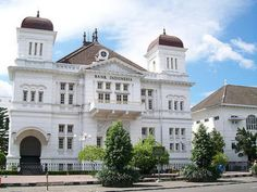 The Most Stunning Dutch Colonial Buildings in Indonesia Colonial Architecture, Classic Architecture, Yogyakarta, Dutch Colonial, Historical Landmarks, Semarang, Old Building, City Buildings, Surabaya
