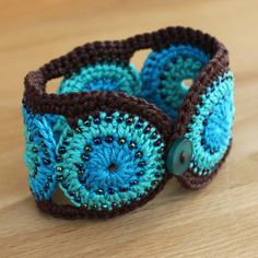 Crochet Cotton Turquoise and Brown Cuff / Bracelet! Need to learn to crochet now! Love Crochet, Learn To Crochet, Diy Crochet, Crochet Crafts, Yarn Crafts, Crochet Flowers, Crochet Projects, Cotton Crochet, Beaded Crochet