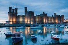Caernarfon Castle in North Wales, United Kingdom. Caernarfon Castle in North Wales, United Kingdom. Welsh Castles, Castles In Wales, Wales Uk, North Wales, Beautiful Castles, Beautiful Places, Snowdonia National Park, Fairytale Castle, Thinking Day