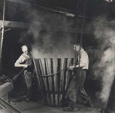 Beer History, Bending, Wood Work, F1, Vintage Photos, The Dreamers, Barrel, The Past, Images