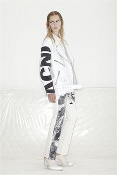 Sfilata Acne New York - Pre-collezioni Primavera Estate 2013 - Vogue