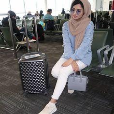 Pin by saharst on hijab hijab fashion, fashion, hijab outfit. Modern Hijab Fashion, Muslim Women Fashion, Street Hijab Fashion, Arab Fashion, Modest Fashion, Casual Hijab Outfit, Hijab Chic, Frock Fashion, Fashion Outfits