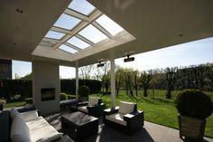 Strak en luxe tuinhuis overkapping met haard overkapping modern pinterest met - Moderne buiteninrichting ...