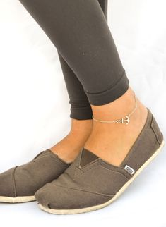 Silver anchor anklet with a silver chain.  Materials: Anchor charm: silver plated.  Chain: silver plated The anklet come with an extension so it is adjustable.   $17.00 USD 7 available