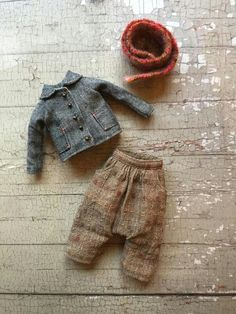 La Petite Gamine Set for Blythe - Red scarf Crochet Doll Clothes, Knitted Dolls, Crochet Dolls, Doll Dress Patterns, Clothing Patterns, Barbie, Sarouel Pants, Tiny Dolls, Red Scarves