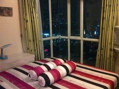 Apartment Name: Westmark Location: Jalan Tanjung Duren Timur 2 – seberang Mall Taman Anggrek, Jakarta Barat Tower/Floor/View: -/di atas lantai 25/City (best view) Size: 50 m2 Bedroom: 2 Bathroom: 1heater) Condition: Fully furnished, brand new, bersih, terawat dan apik, Facility: Swimming pool, basement parking area, 24 hours security, sky lounge, cafe, etc Rent Charge: Rp 600.000/hari Contact Number: 089628641211