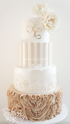 Beautiful, scrumptious and elegant custom made cakes for engagements and weddings.