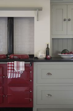 Country kitchen w/ red AGA cooker; cabinets by Landmark Country kitchen w/ red AGA cooker; cabinets by Landmark Home Decor Kitchen, Modern Country Kitchens, Charming Kitchen, Kitchen Colors, Red Kitchen, New Kitchen, Country Kitchen, Modern Country Style, Home Kitchens