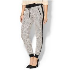 Tweed Jogger NWOT. Elastic waistband with drawstring. Side stripe lends a sporty aesthetic. Banded cuffs. Zipper side pockets. Perfect condition. Willow & Clay Pants Track Pants & Joggers
