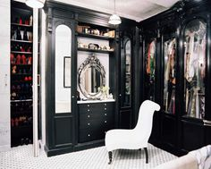 65 Stylish And Exciting Walk-In Closet Design Ideas from DigsDigs. If you have the extra closet space, why not take advantage of it? Closet Interior, Closet Bedroom, Closet Space, Home Interior, Master Closet, Master Bedroom, Interior Design, Master Suite, Attic Closet