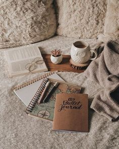 Brown Aesthetic, Aesthetic Photo, Aesthetic Pictures, Flat Lay Photography, Book Photography, Cute Christmas Wallpaper, Bullet Journal Art, Coffee And Books, Study Inspiration