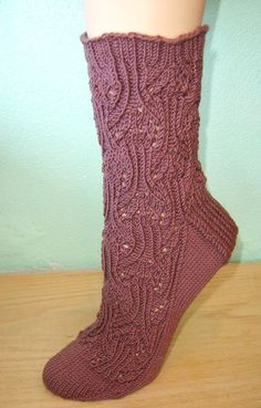 Knitty: Spring 2007 Queen Of Cups Socks Loom Knitting, Knitting Socks, Hand Knitting, Knit Socks, Easy Crochet, Knit Crochet, Little Cotton Rabbits, Lace Socks, Knitting Magazine