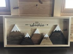 Diy Wood Projects, Wood Crafts, Woodworking Projects, Crafts To Sell, Diy Crafts, Mountain Decor, Mountain Crafts, Rustic Cabin Decor, Rustic Art