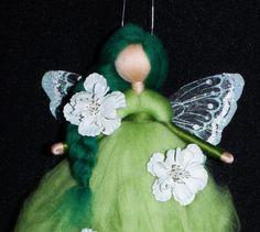 Jahreszeitentisch - ❀ grüne Blüten Fee ❀ Märchenwolle Fee - ein Designerstück von annas-wollwesen bei DaWanda