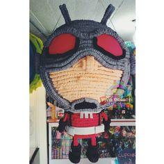 Piñata Ant Man de visita en Viva Piñata Store y ustedes que esperan para visitarnos y hacer sus pedidos.