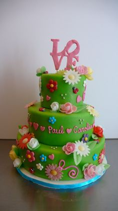 This is a classic Sweet Things Design... originally made by Patrica de Groot.  I call it the kitsch wedding cake!  www.cakeamsterdam.com   www.sweetthings.nl