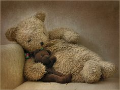 having a teddy to protect you from bad dreams Vintage Teddy Bears, My Teddy Bear, Cute Teddy Bears, Boyds Bears, Love Bear, Bear Doll, Felt Animals, Cuddling, Childhood