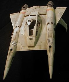 Buck Rogers' Ralph McQuarrie-designed Thunderfighter - a leftover design for the Colonial Viper from Battlestar Galactica. Spaceship 2, Spaceship Design, Spaceship Concept, Concept Ships, Stargate, Macross Valkyrie, Mad Movies, Sci Fi Spaceships, Sci Fi Models