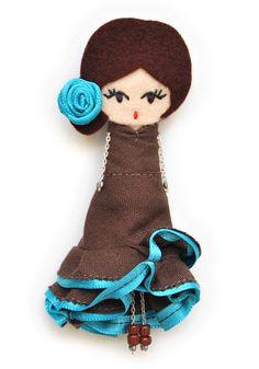 Flamenca. # felt dolls # brooche doll # custom doll # minimis Felt Crafts Patterns, Felt Crafts Diy, Homemade Crafts, Quilted Christmas Ornaments, Felt Fairy, Felt Material, Kids Necklace, Polymer Clay Dolls, Felt Brooch