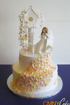 Elegant White Treehouse Cake With Peach Flowers