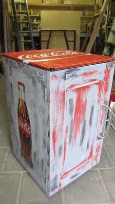 Coca Cola koelkast omgebouwd naar kastje