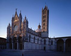 On Saturday is also scheduled the event Lux in Nocte, the opening of the Monumental Complex of the Cathedral, where you can follow itineraries and shows dedicated to the most famous artistic masterpieces of Siena.