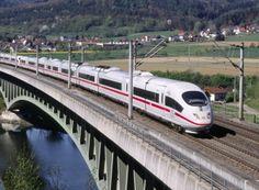 """Bahn: Warnung vor Bahnheld.com, Ermittlungen eingeleitet http://www.discountfan.de/artikel/reisen_und_bildung/bahn-warnung-vor-bahnheld-com-ermittlungen-eingeleitet.php Die Deutsche Bahn warnt vor dem Ticket-Schnäppchenportal """"Bahnheld.com"""": Die Berliner Generalstaatsanwaltschaft habe bereits Ermittlungen """"wegen gewerbsmäßigen Betrugs"""" aufgenommen. Die Nutzung der Tickets könne zu strafrechtlichen Ermittlungen führen. Bahn: Warnung vor Ba... #B"""