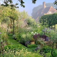 The 10 Best Garden Ideas Today (with Pictures) - Wonderful garden Town Place Garden A repost from : The lovely herb garden set within a private garden in Sussex that is open for charity in June & July. Culture D'herbes, Nature Aesthetic, Aesthetic Green, Walled Garden, Photos Voyages, Garden Cottage, Dream Garden, Beautiful Places, Beautiful Pictures