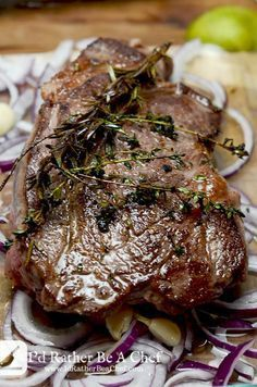 Super savory and packed full of richness, this boneless beef chuck roast recipe will have your guests coming back for more! Paleo, gluten free and low carb (Chuck Beef Recipes) Chuck Roast Recipe Oven, Chuck Steak Recipes, Beef Chuck Steaks, Beef Chuck Roast, Roast Beef Recipes, Meat Recipes, Paleo Recipes, Dessert Recipes, Cooking Recipes
