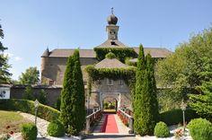 Schloss Gabelhofen Austria, Castle, Mansions, House Styles, Places, Home Decor, Love, Decoration Home, Manor Houses
