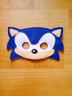 Sonic hedgehog mask/ party favors by MyWonderlandBoutique on Etsy Sonic The Hedgehog Costume, Sonic Costume, Sonic Hedgehog, Hedgehog Birthday, Sonic Birthday, Creative Costumes, Diy Costumes, Family Halloween Costumes, Holidays Halloween