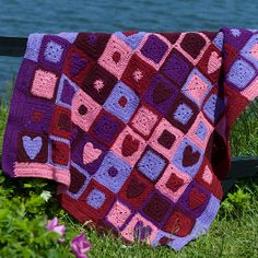 Happy hearts afghan (pattern) from Red Heart Yarn Crochet Crowd, Love Crochet, Crochet Crafts, Crochet Yarn, Crochet Projects, Diy Crafts, Craft Projects, Crochet Afghans, Crochet Heart Blanket