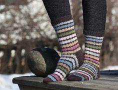 Knitting Socks, Mittens, Winter Fashion, Crochet, Crafts, Accessories, Glove, Knit Socks, Winter Fashion Looks