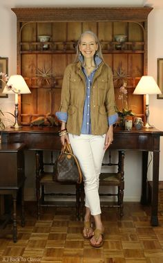 (Video) Warm-Weather Fall Casual OOTD: Cinched-Waist Jacket, Denim Shirt, White Skinny Jeans, and Camel Sandals / Classic Fashion, Style Over 50 Vince-Camuto-finta pelle Over 50 Womens Fashion, 50 Fashion, Fashion Over 40, Look Fashion, Autumn Fashion, Fashion Outfits, Classic Fashion, Fashion Clothes, Jackets Fashion