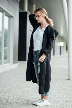 Tenue décontractée avec le jean boyfriend et le long manteau noir zonedachat.com Jeans Boyfriend, Minimalist Fashion, Normcore, Style Inspiration, Outfits, Image, Casual Outfits, Suits, Kleding