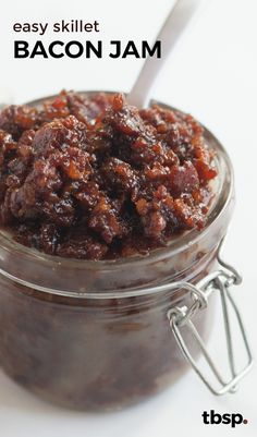 Easy Skillet Bacon Jam is part of food_drink - Craft this versatile condiment at home on your stovetop using ingredients you probably already have in your kitchen Bacon Recipes, Jam Recipes, Canning Recipes, Milk Recipes, Burger Recipes, Recipes Dinner, Lard, Jam And Jelly, Food Gifts