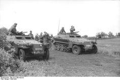 "l to r, Sd.Kfz. 250, Nr. 10, Sd.Kfz. 250/2, Nr. 21, Division ""Großdeutschland"", near Akhtyrka, Russia, 1942/43"