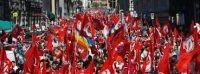 RIFONDATORI FESTEGGIANO UNO SMACCO ALLA CLASSE PADRONA.Rifondazione Comunista festeggia un evento di portata storica. Una vittoria importante sulla classe padrona!