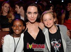 """Angelina Jolie và Brad Pitt """"hoang mang"""" về giới tính con gái Shiloh - http://www.iviteen.com/angelina-jolie-va-brad-pitt-hoang-mang-ve-gioi-tinh-con-gai-shiloh/ Bộ đôi quyền lực nhất Hollywood đã phải nhờ đến chuyên gia tư vấn để giải đáp thắc mắc về giới tính của con gái.  #iviteen #newgenearation #ivietteen #toivietteen  Kênh Blog - Mạng xã hội giải trí hàng đầu cho gi�"""
