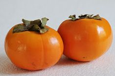 PERSIMMONS are my favorite fruit . They are called Sharon fruit. Too bad American persimmons are so tiny Delicious Fruit, Yummy Food, Healthy Food, Fall Jams, Pomona Pectin, Freezer Jam Recipes, Canning Recipes, Toxic Foods, Creamed Honey