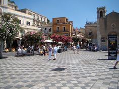 Historic+Center,+Taormina+-+Stroll+through+the+colorful+streets+of+the+city's+central+quarter,+absorbing+the+lively+ambiance+and+visiting+the+small+shops.