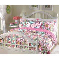 Girls reversible flower and polka dot quilt set (Twin) by quilt set Kids' Bedding Sets & Collections Kids Bedding Sets, Comforter Sets, Little Girls Bedding Sets, King Comforter, Young Adult Bedroom, Polka Dot Quilts, Pink Quilts, Little Girl Beds, Quilt Sets Queen