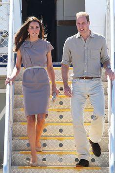 In Ayers Rock landete Catherine in einem grauen Kleid von Roksanda Ilincic, Catherine, Duchess of Cambridge, Kate Middleton