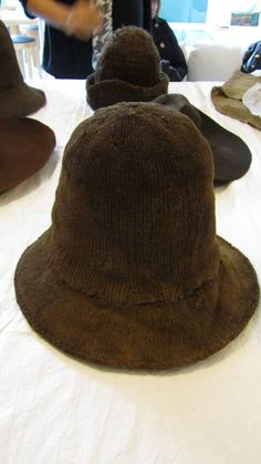 Knitted hat, thick wool. Copenhagen, late 16th or first half of 17th century, Nationalmuseet.