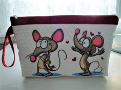 Mouse in love machine embroidery design from Mice collection. Embroidered Pillowcases, Embroidered Cushions, Bernina Embroidery Machine, Machine Embroidery Designs, Modest Mouse, Photo Stitch, Small Case, Cartoon Design, Small Handbags