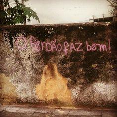 """olheosmuros: """"#Repost @tina_melo ・・・ Santa Teresa, RJ. #olheosmuros #rio #tbt #streetart #dasruas http://ift.tt/29I9Um0 """""""