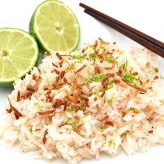 Coconut rice is the perfect side dish for coconut lovers like me! Jasmine rice is simmered in coconut milk, water and lime juice giving it a rich and tropical flavor. Topped with a sprinkling of to… Rice Recipes, Dinner Recipes, Healthy Recipes, Dinner Ideas, Supper Ideas, Coconut Recipes, Savoury Recipes, Healthy Eats, Healthy Foods