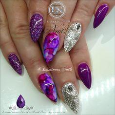 Nails purple New nails purple stilleto 18 ideas Novas unhas roxas stilleto 18 idias Silver Nail Designs, Purple Nail Designs, Nail Art Designs, Love Nails, Pretty Nails, Purple And Silver Nails, Sharpie Nail Art, Luminous Nails, Gel Nagel Design